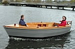 17 Ausflugsboot